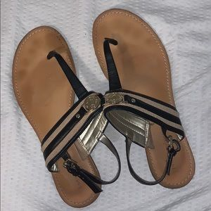 Cute, black sandals!